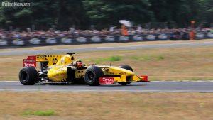 - Pół roku później Robert Kubica uległ bardzo ciężkiemu wypadkowi i choć bardzo bym tego nie chciał, być może kolejnej szansy by zrobić mu zdjęcie podczas jazdy bolidem F1 już nie będzie.