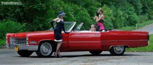 - Cadillac należy do mojego dobrego kolegi i wpadliśmy na pomysł sesji w klimatach lat 60tych. Modelki zadbały o stylizacje, profesjonalna makijażystka je przygotowała i … udało się. Sesja była starannie przygotowana i wg mnie da się to zauważyć na zdjęciach.