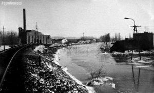 Elektrownia podczas powodzi na Radziwiu, luty 1982. Źródło: Radziwie, jakiego nie pamiętacie