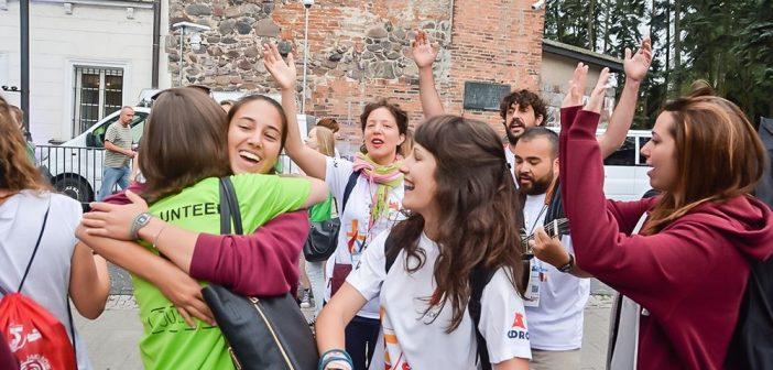 Kolejny dzień Światowych Dni Młodzieży w Płocku. Było dużo śpiewu i radości