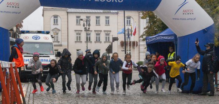 Lubię biegać w deszczu – XXV Bieg Tumski  nie wszystkich odstraszył fatalną pogodą