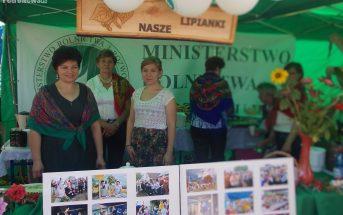 Na zdjęciu Stowarzyszenie Lipianki i Marzena Nowacka (pierwsza z lewej)