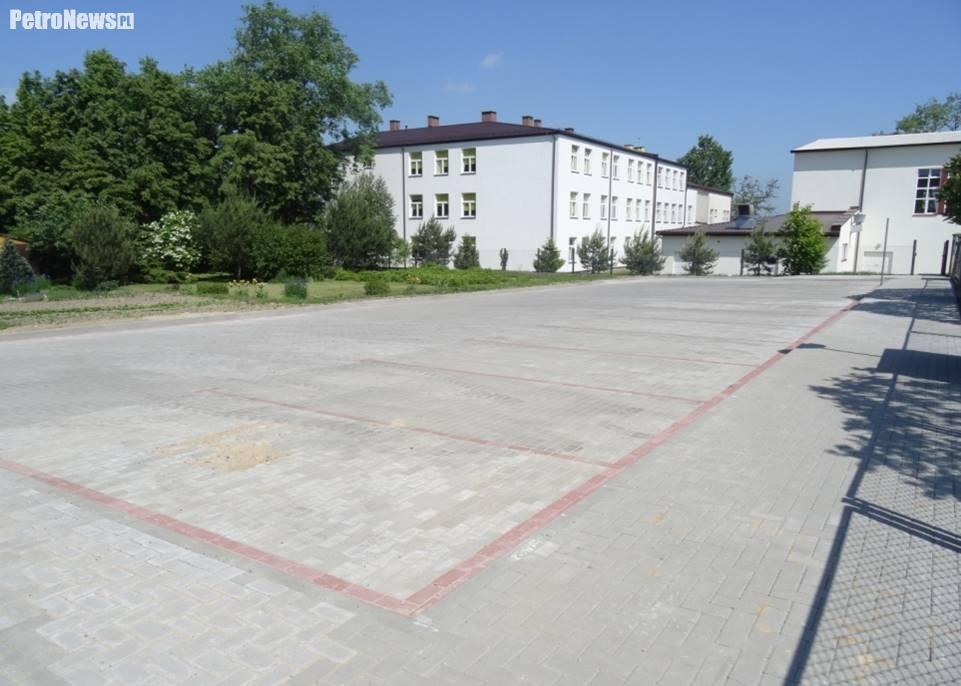 parking-samorzadowe-przedszkole-radzanowo