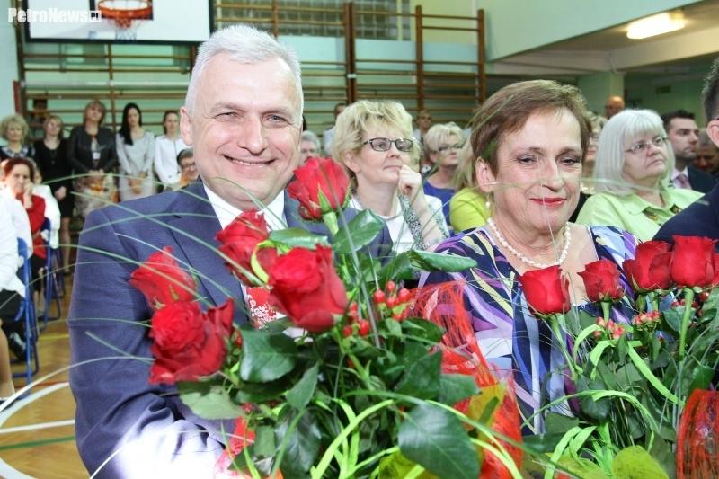 Fot. Urząd Miasta Płocka, Maria Sochacka i Piotr Nowicki podczas 50-lecia istnienia SP17