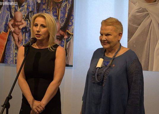 """""""Nasza"""" Elżbieta powróciła!Nowa wystawa fotografii w Płockiej Galerii Sztuki"""