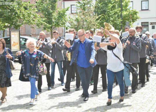 Prezes Fundacji: Oszust z Płocka próbował ukraść Paradę Seniorów