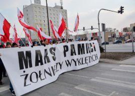 """Odsłonięto tablicę Żołnierzy Wyklętych. """"Gdzie był prezydent i sztandar Płocka?"""""""