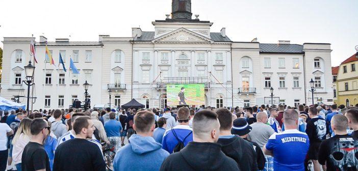 Sobotni mecz wyjazdowy Wisły Płock na dużym ekranie i… na stojąco