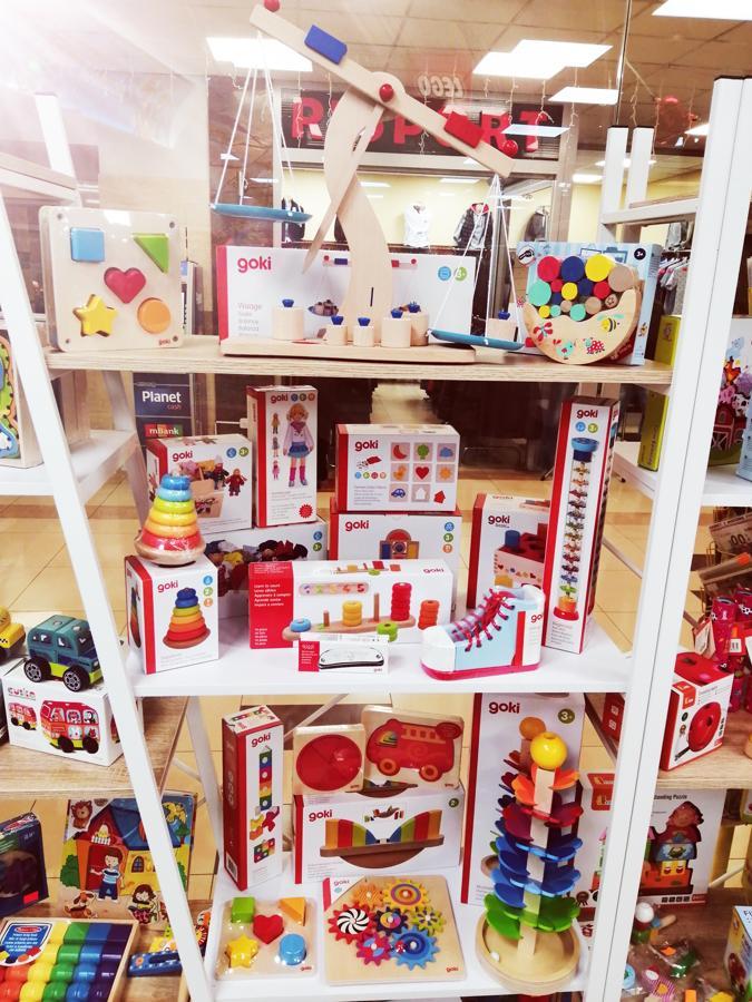 ad431bed33163f To sklep wyjątkowy również z tego powodu, że sklepów typowo zabawkowych  jest w Polsce coraz mniej. W ostatnich latach bowiem stacjonarne sklepy z  zabawkami ...