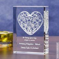 Personalizowany kryształ 3D z koronkowym sercem